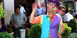 Simon, Kahve Dünyası mağazalarında 1-15 Eylül tarihleri arasında renkli gösterilere imza atacak.