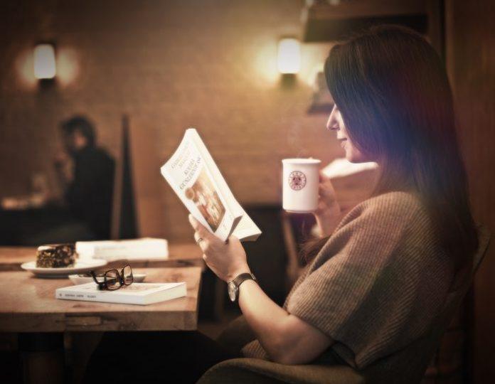 """Kahve Dünyası'nda artık kahve siparişinizi """"bir kahve, bir de kitap"""" olarak verebilirsiniz."""