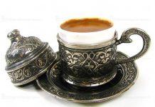 """Bu Türkçe'de """"kahve""""ye dönüşmüş, buradan da Avrupa'da café, caffe, koffie, coffee, koffie, Kaffee şekline gelmiştir."""